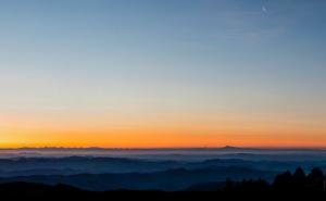 Panorama du Mont-Blanc au Ventoux à l'aube, depuis le sommet de l'Aigoual